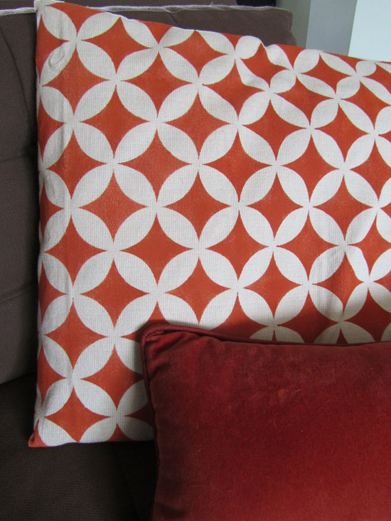 Stenciled pillow DIY