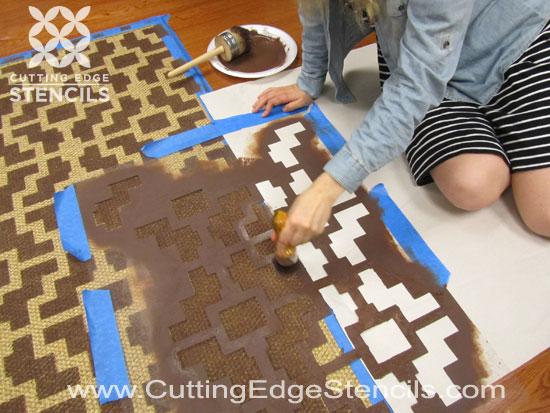 home decor rug stenciling tutorial
