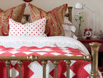 How to use the same colors with differing patterns when you decorate your bedroom