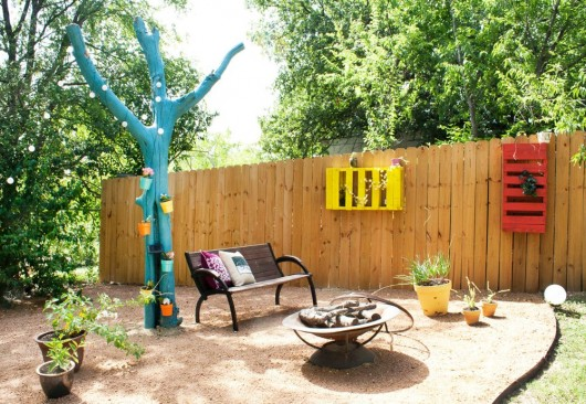 A colorful and fun backyard found on Apartment Therapy.
