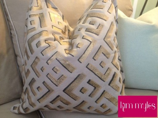 Kim Myles shares how to stencil a throw pillow using the African Kuba Craft stencil. http://www.cuttingedgestencils.com/kuba-stencil-pattern-stencils.html