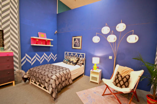 The Herringbone Allover Stencil in a bedroom on MTV's Real World Explosion. http://www.cuttingedgestencils.com/herringbone-stencil-pattern.html