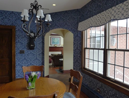 A stenciled kitchen using the Anna Damask stencil pattern for a wallpaper look. http://www.cuttingedgestencils.com/damask-stencil.html
