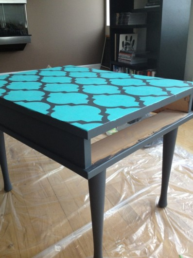 A DIY stenciled side table using the Casablanca Stencil pattern in turquoise. http://www.cuttingedgestencils.com/allover-stencils.html