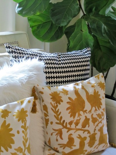 DIY stenciled accent pillows using the Otomi Paint-A-Pillow kit. http://paintapillow.com/index.php/otomi-roosters-paint-a-pillow-kit.html