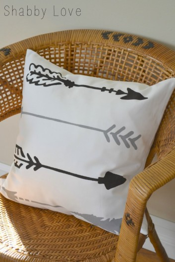 A DIY stenciled accent pillow using the Indian Arrows Paint-A-Pillow kit. http://paintapillow.com/index.php/indian-arrows-paint-a-pillow-kit.html