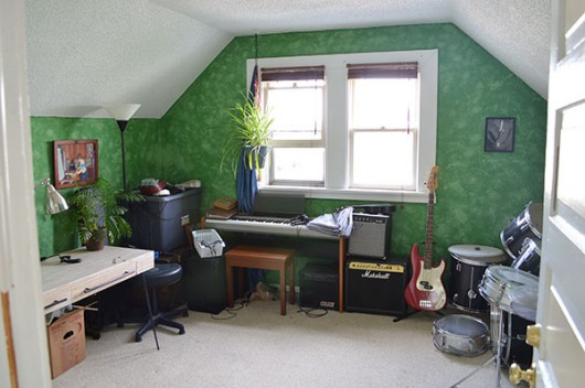 A before shot of the music room.