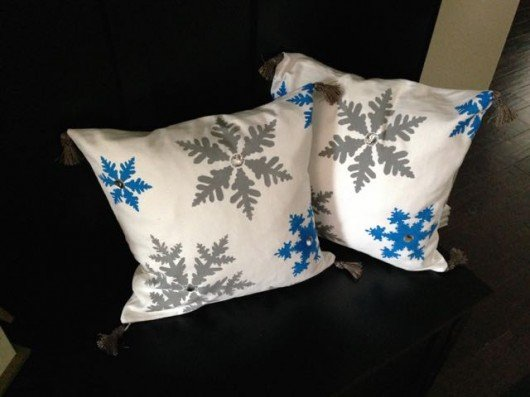 Learn how to create DIY painted accent pillows using the Snowflakes Paint-A-Pillow stencil kit. http://paintapillow.com/index.php/snowflakes-paint-a-pillow-kit.html