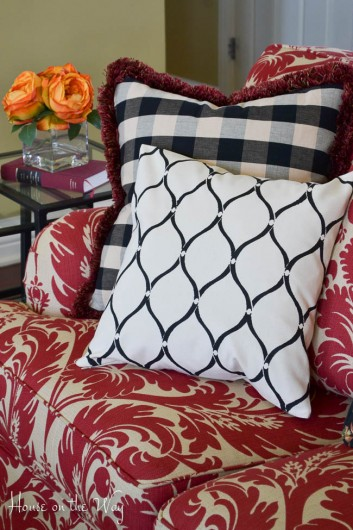 Paint a DIY designer accent pillow using the Hourglass Paint-A-Pillow kit. http://paintapillow.com/index.php/hourglass-paint-a-pillow-kit.html