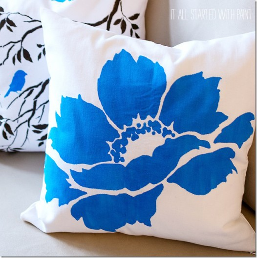 A DIY stenciled accent pillow using the Anemone Blossom Paint-A-Pillow kit. http://paintapillow.com/index.php/paint-a-pillow-kits/nature-inspired-diy-accent-pillows/anemone-blossom-paint-a-pillow-kit.html