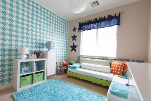 A teal stenciled accent wall using the Houndstooth Allover pattern. http://www.cuttingedgestencils.com/wall_stencil_houndstooth.html