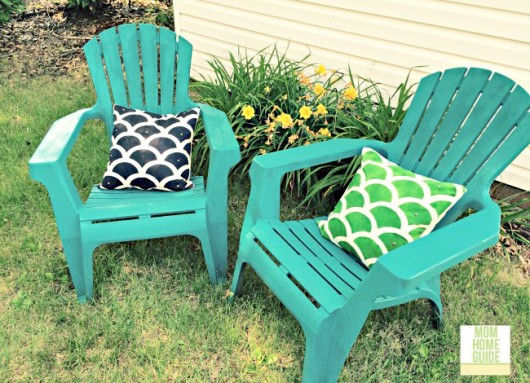 A DIY stenciled outdoor accent pillow using the Mermaid Paint-A-Pillow kit. http://paintapillow.com/index.php/mermaid-paint-a-pillow-kit.html