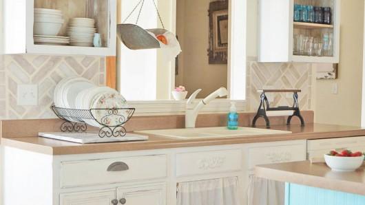 Cutting Edge Stencils shares a DIY stenciled kitchen backsplash using the Herringbone Brick Allover Stencil. http://www.cuttingedgestencils.com/herringbone-brick-pattern-stencil-wall-decor.html
