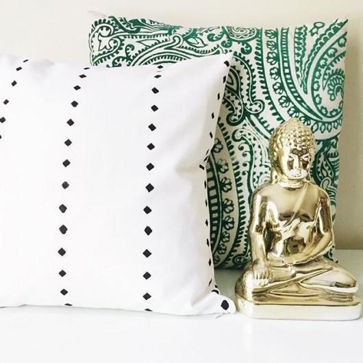 How to make a DIY accent pillow using the Little Diamonds Stripe Paint-A-Pillow kit. http://paintapillow.com/index.php/little-diamonds-stripe-paint-a-pillow-kit.html