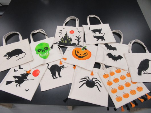 DIY stenciled Halloween tote bags using the Halloween Stencils from Cutting Edge Stencils.  http://www.cuttingedgestencils.com/accent-pillow-stencils.html