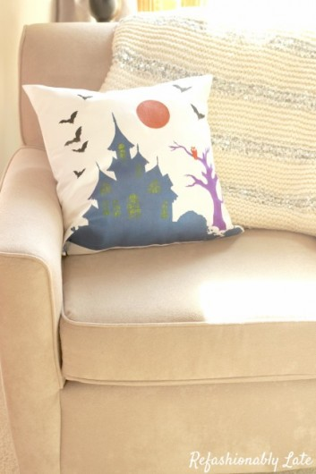 A DIY stenciled Halloween accent pillow using the Haunted House Stencil Kit. http://www.cuttingedgestencils.com/haunted-house-halloween-accent-pillow-stencil-kit.html