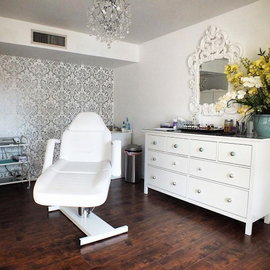 A DIY stenciled accent wall in silver and white using the Anna Damask Stencil  http://www.cuttingedgestencils.com/damask-stencil.html