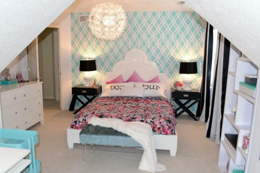 A DIY stenciled bedroom accent wall in teal using the Tamara Trellis Allover Stencil. http://www.cuttingedgestencils.com/tamara-trellis-allover-wall-stencils.html
