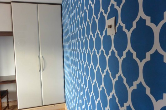 A DIY stenciled accent wall in blue using the Casablanca Allover Stencil from Cutting Edge Stencils. http://www.cuttingedgestencils.com/allover-stencils.html