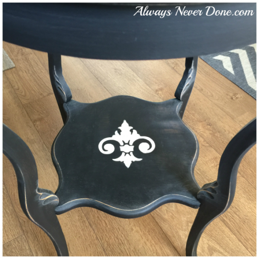 The Fleur de Lis Stencil from Cutting Edge Stencils was painted on a DIY table makeover. http://www.cuttingedgestencils.com/fleur-de-lis-stencils.html