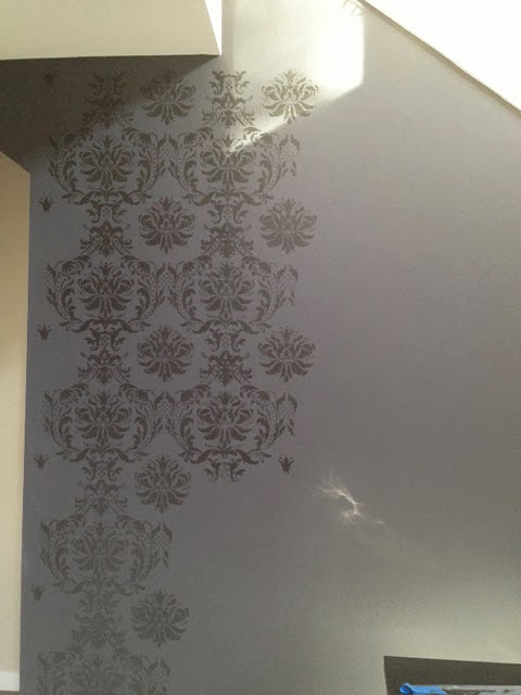 A stencil tutorial on how to paint a DIY accent wall using the Gabrielle Damask wall pattern from Cutting Edge Stencils. http://www.cuttingedgestencils.com/damask-stencil-3.html